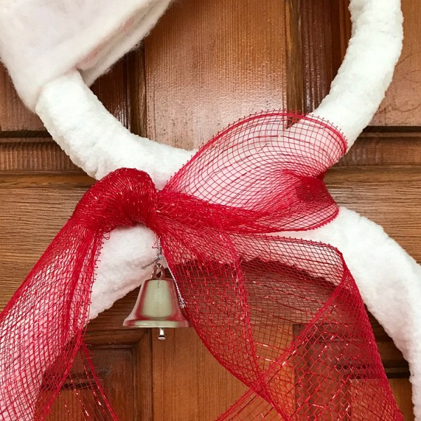 DIY Santa Snowman Wreath. Super easy DIY Snowman Wreath project for the holidays.
