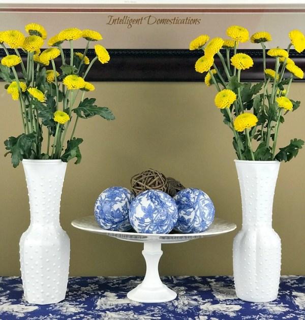 How To Make A Faux Hobnail Vase. DIY Faux Hobnail glass. Easy tutorial for Faux Hobnail milk glass vase. How to make your own hobnail milk glass. #fauxhobnail #hobnailmilkglass #fauxmilkglass #diyhobnail