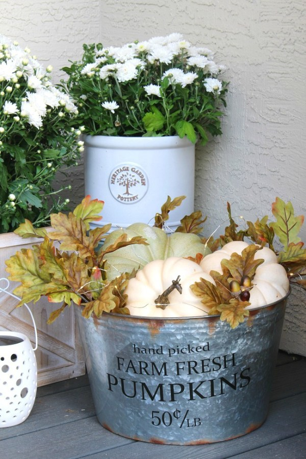 How to create a lighted Fall Pumpkin Vignette for your porch