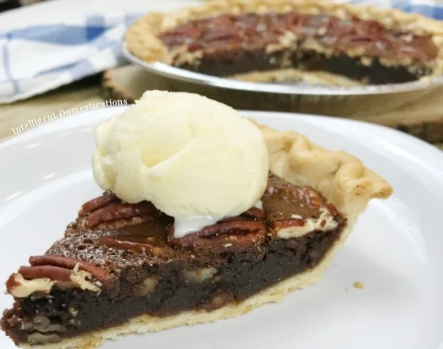 Easy Recipe for Chocolate Pecan Pie. No mixer needed because you stir this by hand and there are only six ingredients. #chocolatepie #pecanpie #Choctoberfest