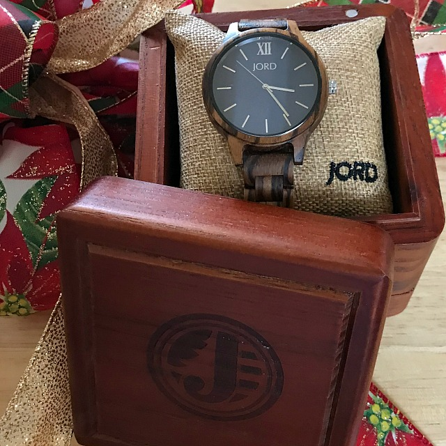 Tips for buying and wearing a watch with style. #woodwatch #jordwatches