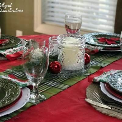 Simple Poinsettia Christmas Tablescape