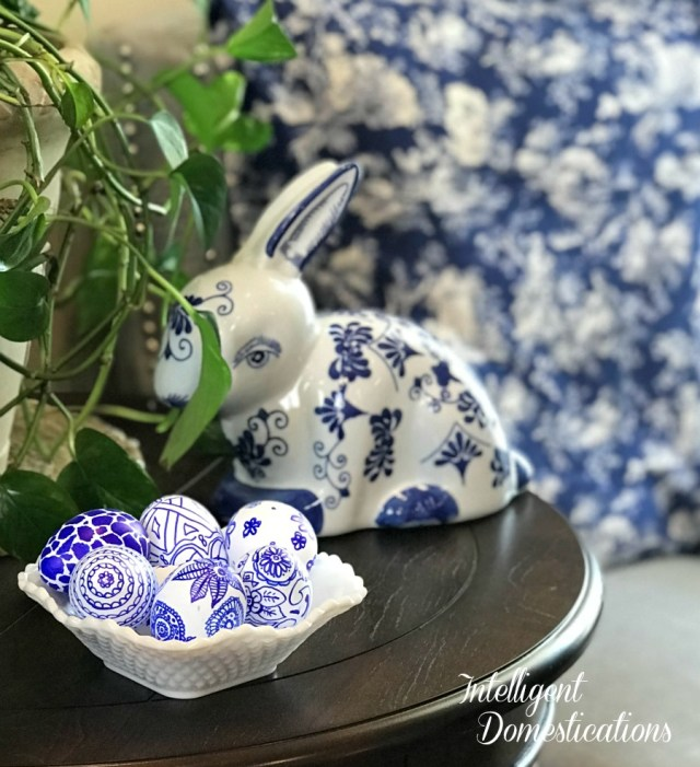 Make your own Blue & White Easter Eggs. Create a Chinosierie or Blue Willow pattern with two simple craft items. DIY Easter Eggs to match your Blue and White Decor. #Eastereggs #diyeaster