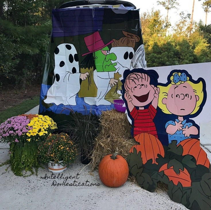 Easy Charlie Brown Great Pumpkin Trunk or Treat Decor