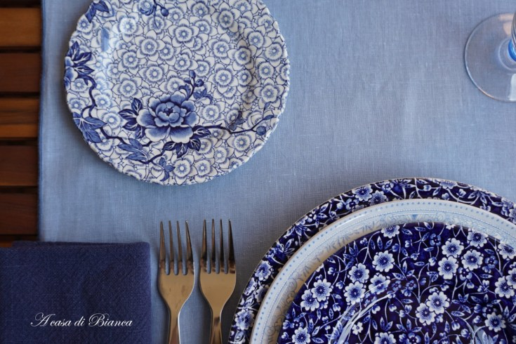 Arte della tavola. Di blu ed'azzurro