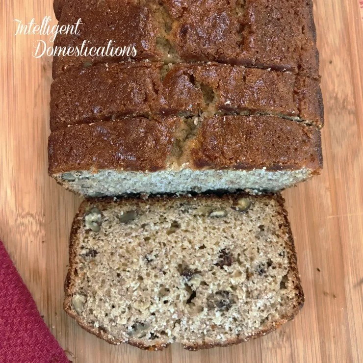 Easy Banana Bread recipe. Make this easy recipe for Banana Nut Bread with Cinnamon. Nuts and Cinnamon optional. Stir by hand with a spoon. #bananabread