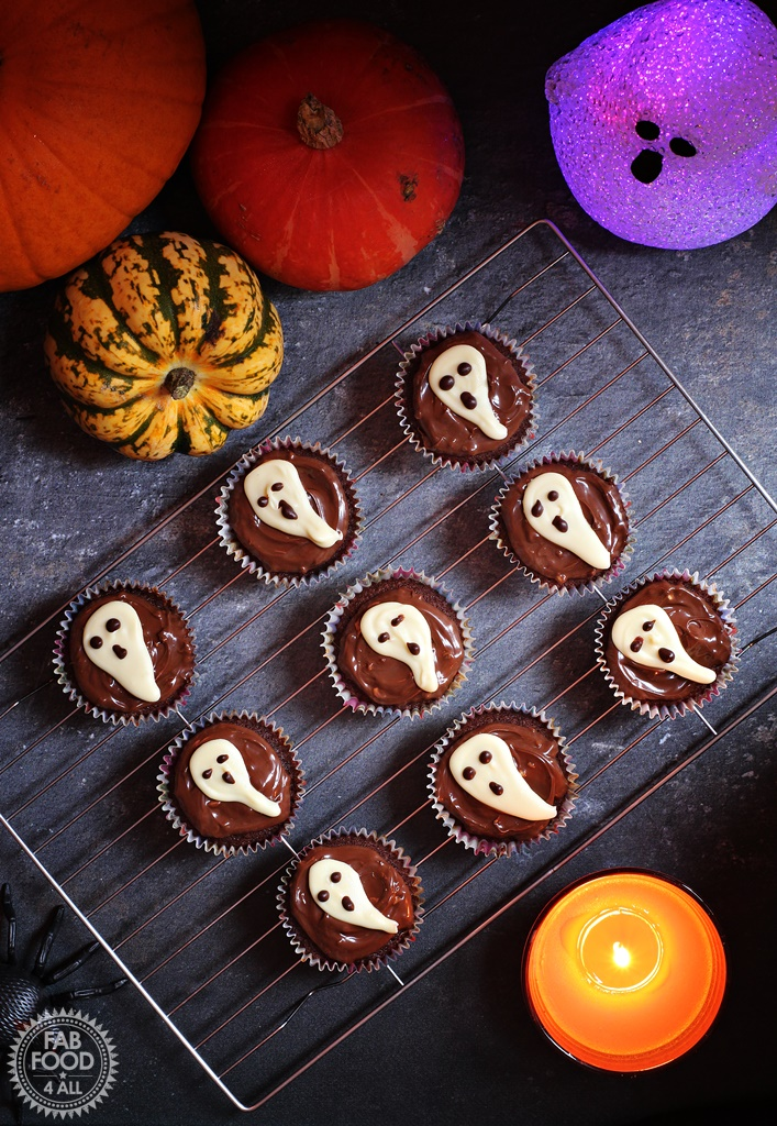Easy Halloween Ghost Cupcakes + video tutorial