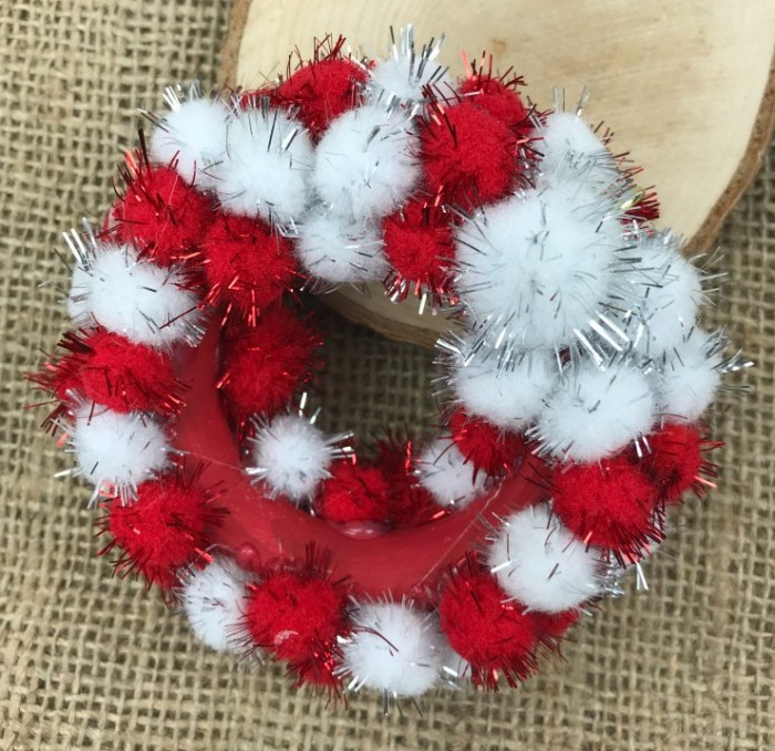 You can make this adorable Mini Pom Pom Wreath Ornament for your Christmas Tree. This is an easy and inexpensive Christmas craft using few supplies. #Christmascraft