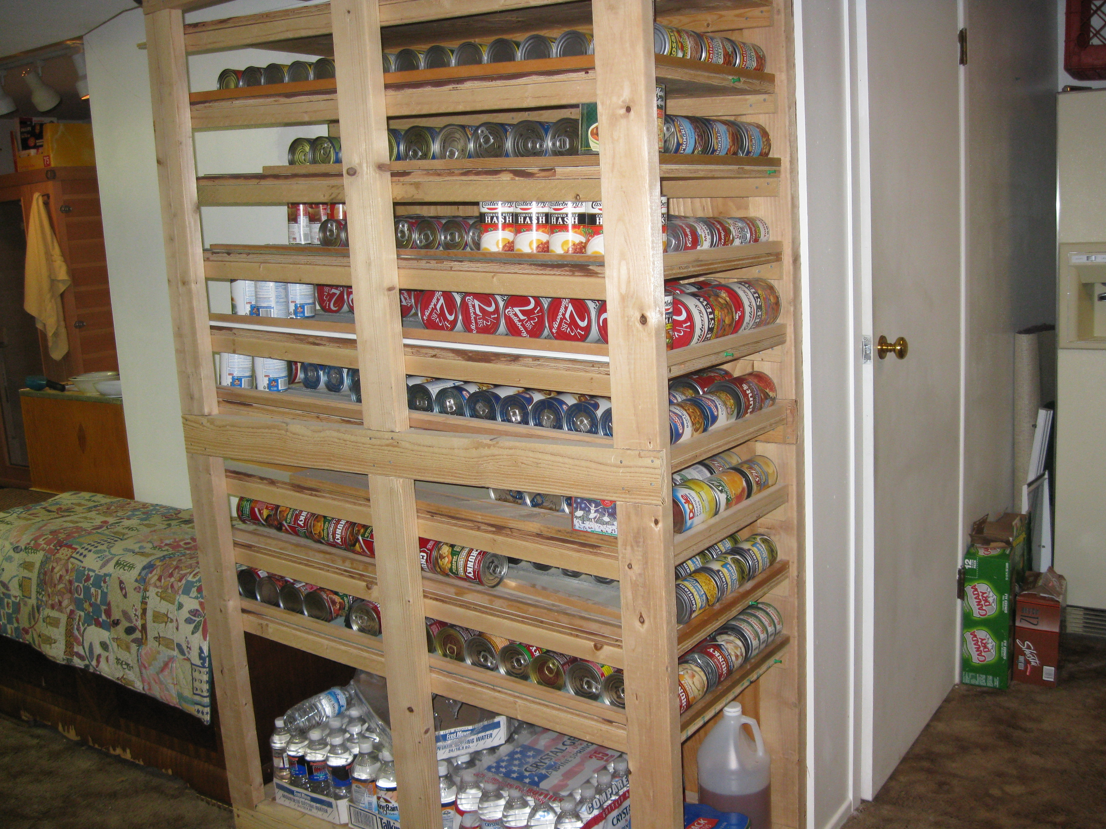 slanted shelf pattern for canned food