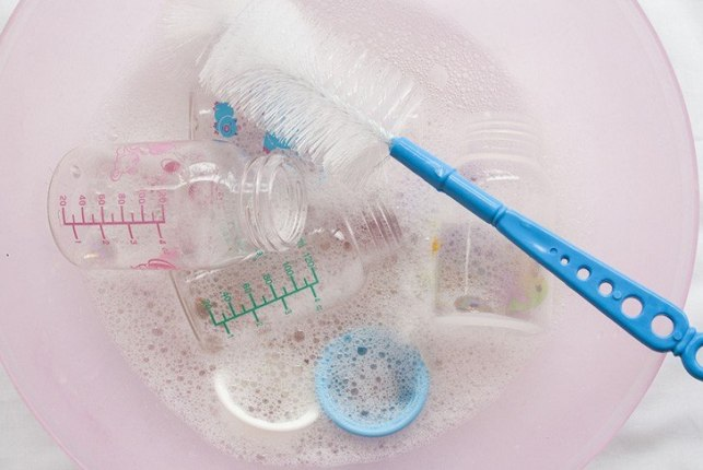 cleaning baby bottles