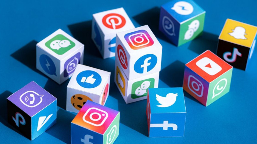 A Chronological History of Social Media