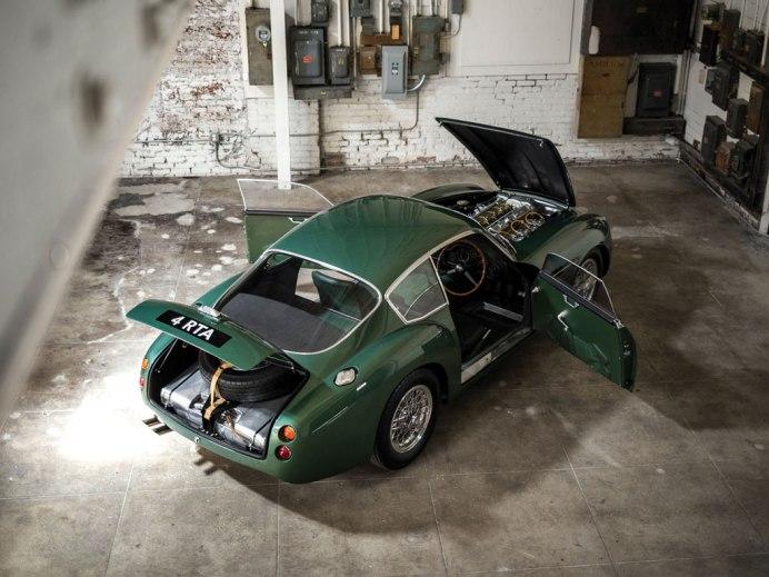 Aston-Martin-DB4-29