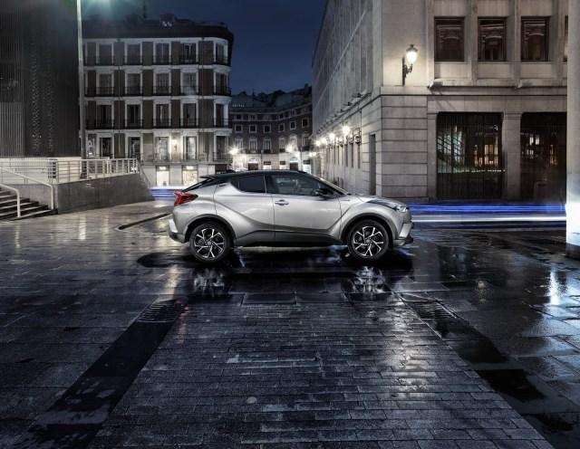 2017-Toyota-C-HR-15carscoops