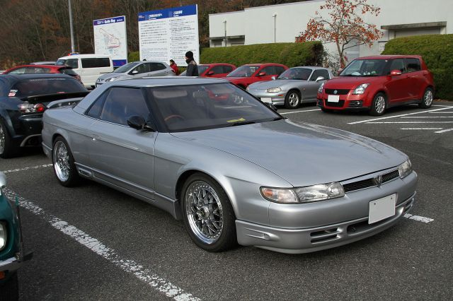 1280px-Mazda_Eunos_Cosmo(20B)