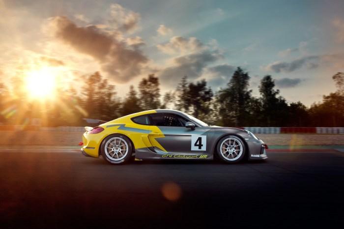 Porsche GT4 Clubsport MR- Track Shot- Profile