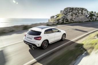 2017-Mercedes-GLA-15