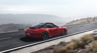 2018-Porsche-911-GTS-14