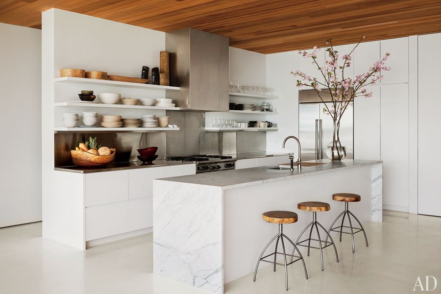 The sleek, minimalist kitchen of author/photographer Kelly Klein, created by David Piscuskas of the firm 1100 Architect. Image from Architectural Digest.