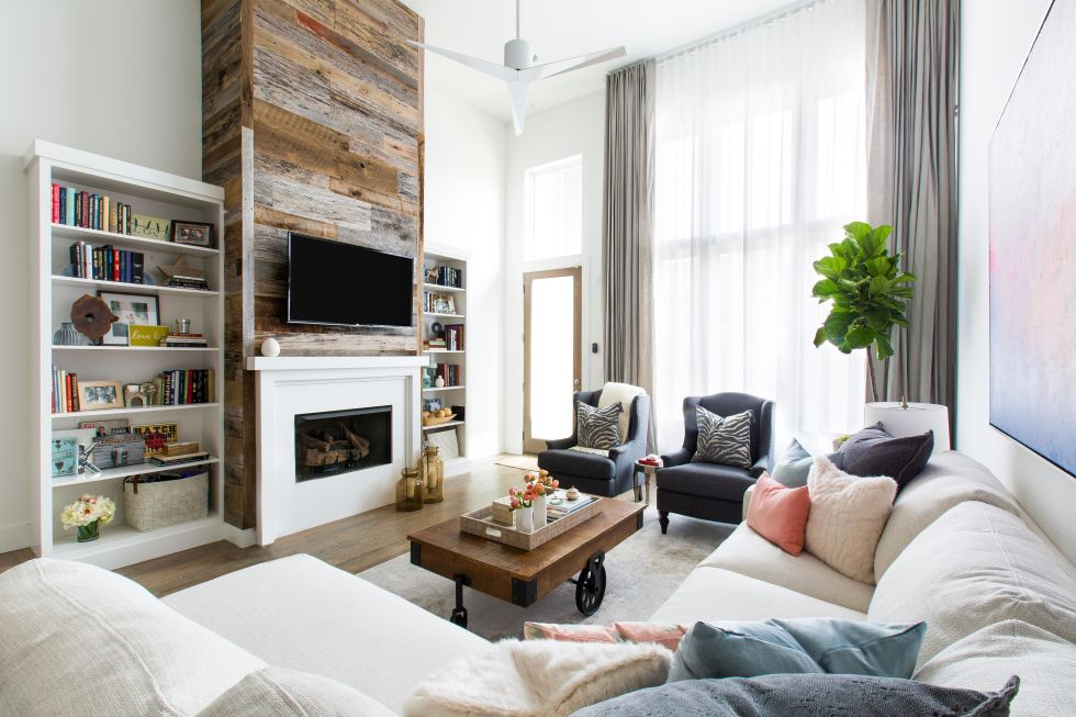family room, accent walls