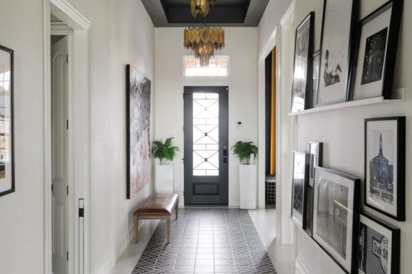 HGTV Smart Home 2019, Entry, Sherwin-Williams Greek Villa