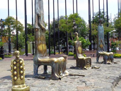 Take a seat! Art outsidethe Hospicio Cabañas.