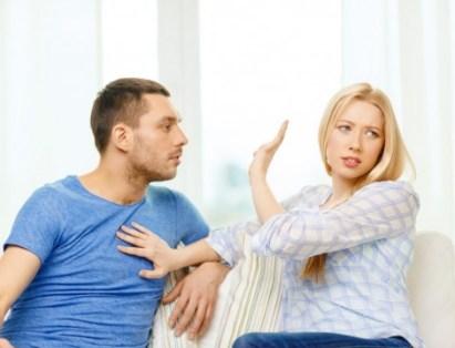 Evlilikte-Dinleme-Hatası-Yapmamak-İçin-Öneriler-1-470x359