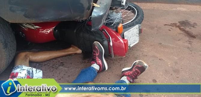 Motorista invade preferencial e bate em moto na avenida do córrego
