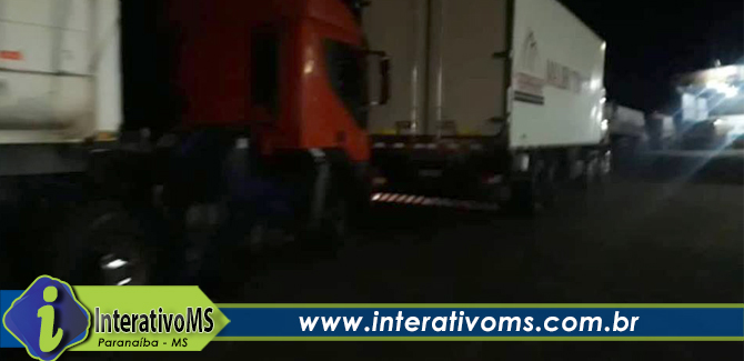 Caminhoneiro fica em estado grave ao ser prensado por caminhão na BR 158