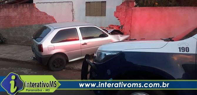 Motorista embriagado invade casa em Paranaíba