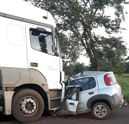 Rapazes perdem a vida em colisão com carreta na MS 240