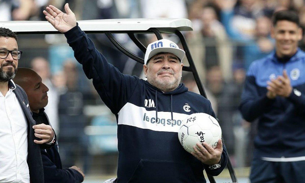 Aos 60 anos, morre Diego Maradona