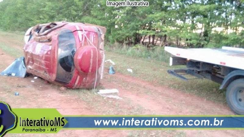 Uno bate na lateral de Ecosport que capota na MS-240 em Paranaíba