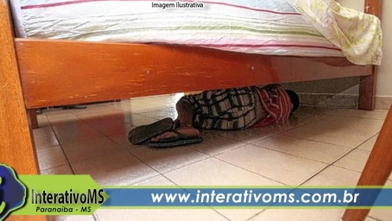 Ladrão é preso após se esconder debaixo de cama no Redentora