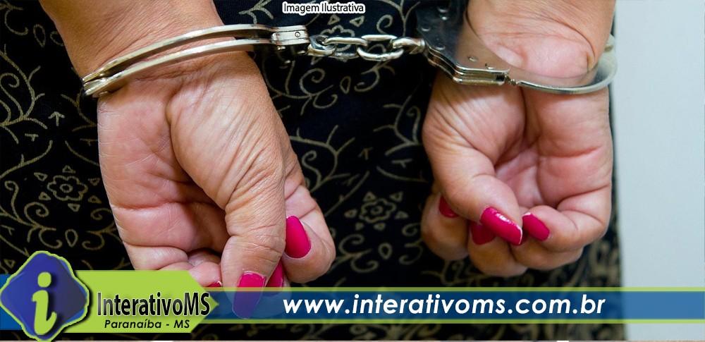 Força tática cumpre mandado de prisão contra mulher no Santo Antônio