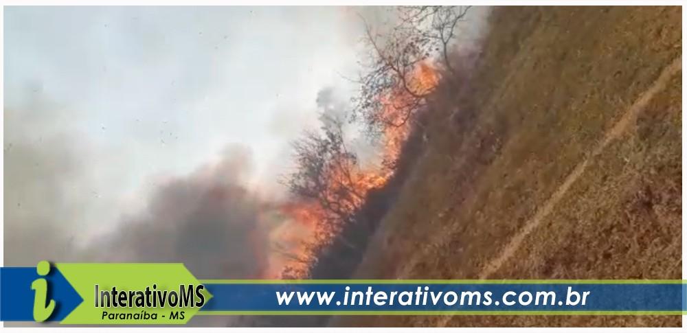 VÍDEO – Incêndio de grandes proporções atinge fazenda em Paranaíba