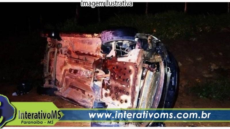 Motorista capota carro várias vezes e passageiro morre na BR-158