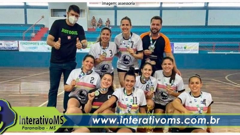 Equipes de vôlei de Paranaíba conquistam título de campeão e vice em Coxim