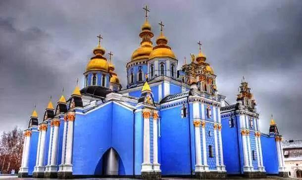 Aziz Michael'ın Altın Kubbeli Manastırı