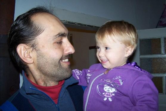 Fetita cea mica si noul tatic