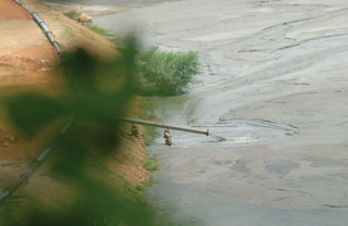 Uranium Waste flowing into a pond that lies dangerously close to villages in Jharkhand, India. Photo: tehelka.com