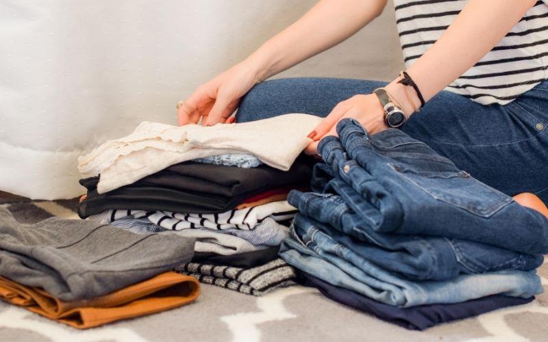 Consumo de moda sustentable: Clasifica la ropa que ya no utilizas y dónala
