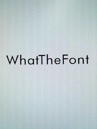 「WhatTheFont」と打ってみる。フォントはFutura。