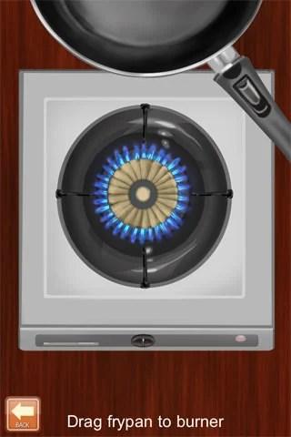 コンロに火をつけ、フライパンを乗せて油を入れる。
