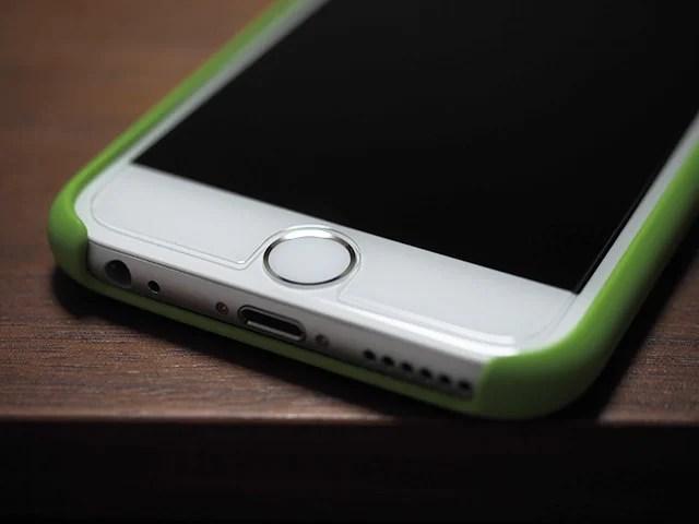 Apple純正シリコーンケースとの相性は上々。