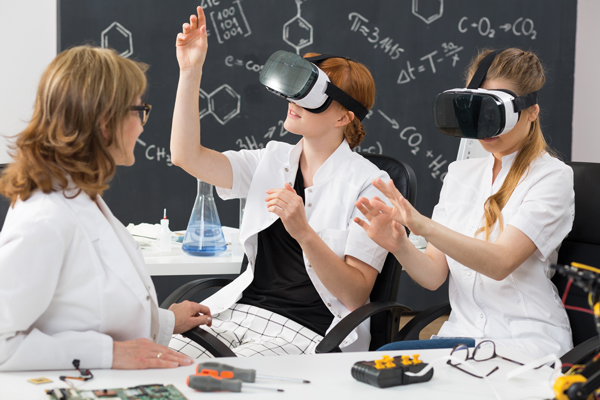 students-wearing-vr-goggle