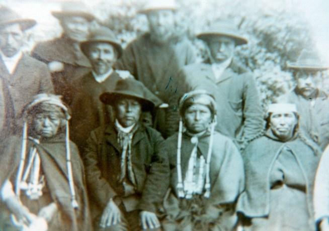 Familia mapuche a fines del siglo XIX. Archivo de los sacerdotes capuchinos.