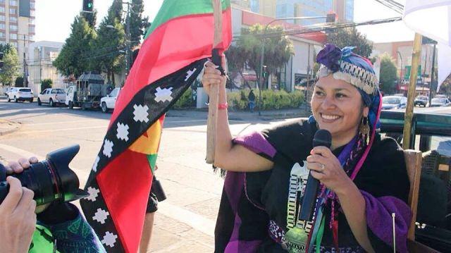 """Alina Namuncura en una marcha en Temuco """"por la oficialización del mapuzungun"""""""