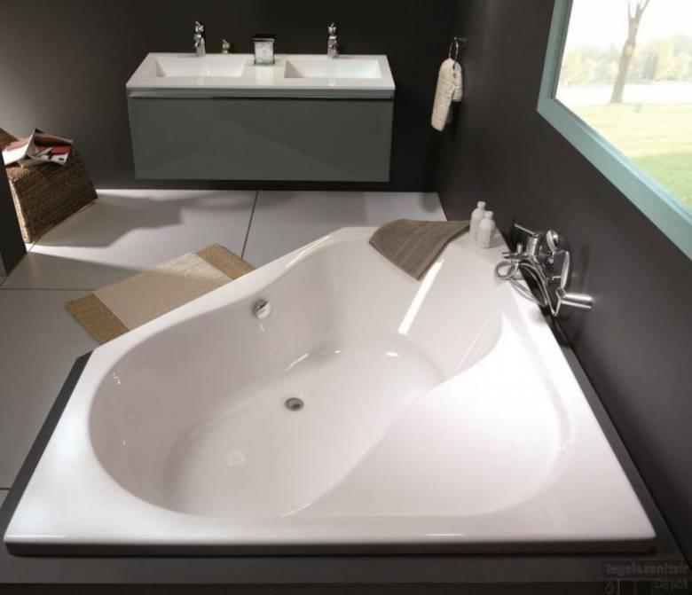 stijlvol hoekbad in badkamer