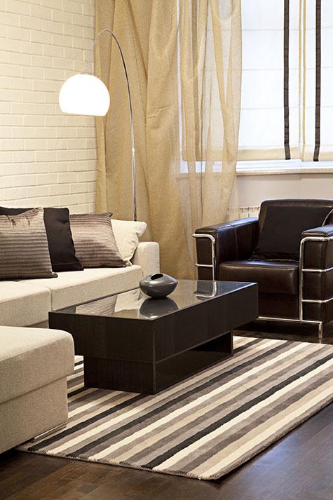 Moderne woonkamer voorbeelden inrichting en kleuren - Gordijnen voor moderne woonkamer ...