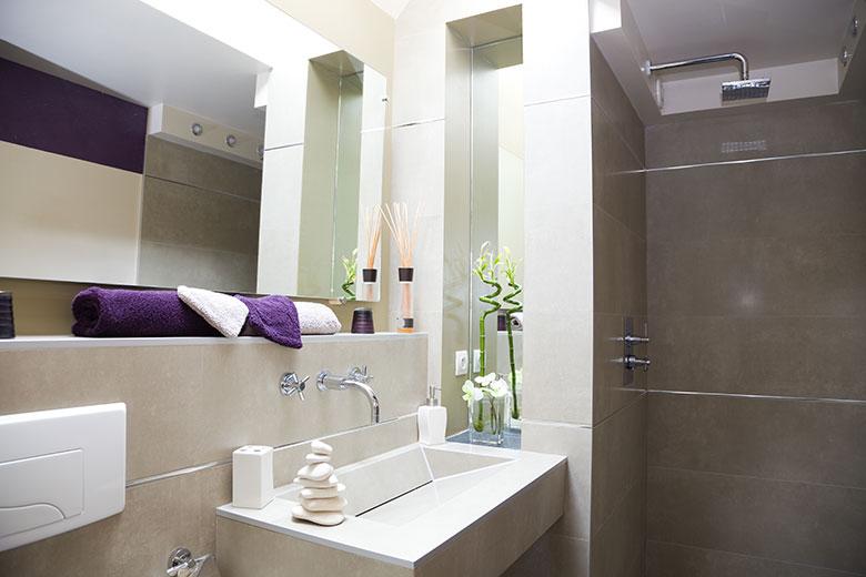 Badkamer voorbeelden kleine ruimte - Kleine badkamer zen ...